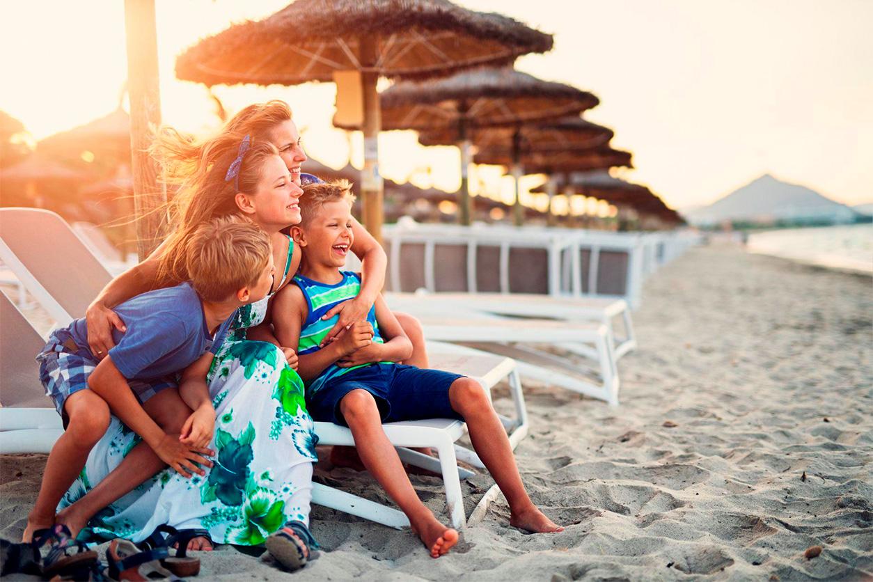 familia en la playa destacado